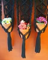 Seinäamppelin kukat vaihtuvat kohta joulukukkiin. Joulumakramee 2 – kurssille la…